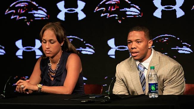 Ray Rice feleségével sajtótájékoztatón
